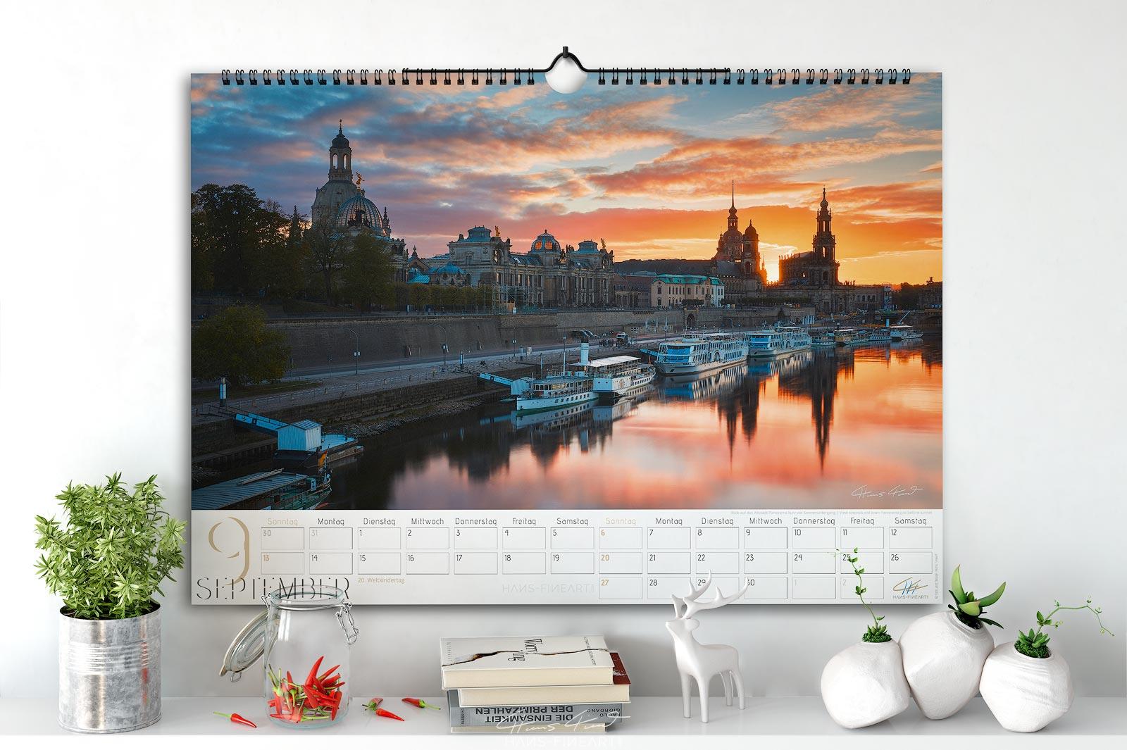 Monatsbild September vom Wandkalender Dresden Im Wandel der Jahreszeiten 2020. Blick auf das Dresdner Terrassenufer