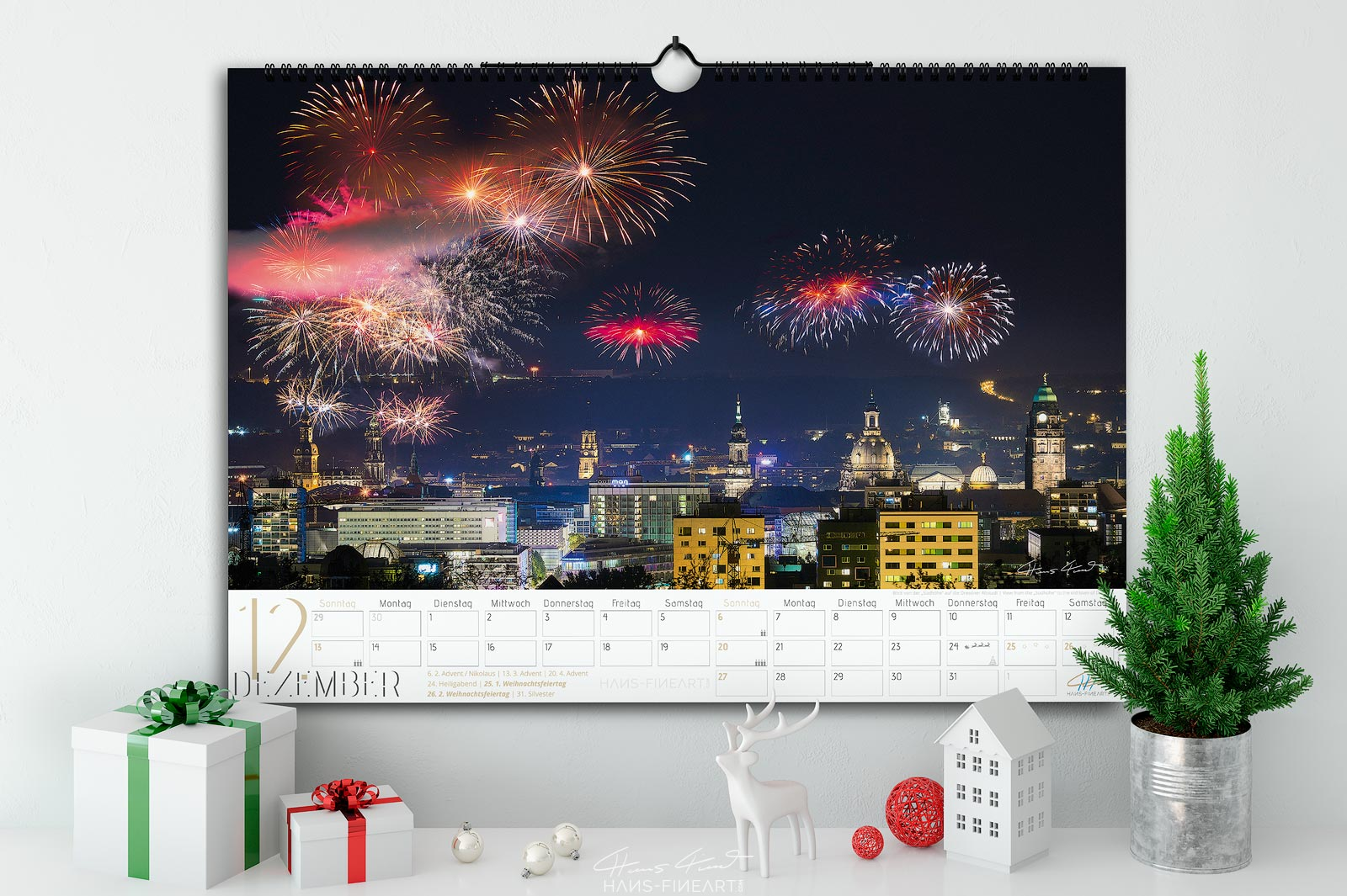 Monatsbild Dezember vom Wandkalender Dresden Im Wandel der Jahreszeiten 2020. Blick auf Dresden mit Höhenfeuerwerk