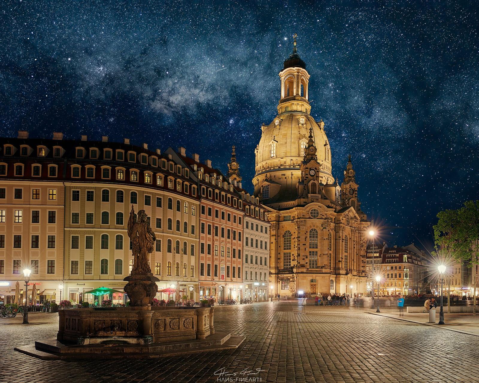 Dresdner Frauenkirche bei Nacht mit Friedensbrunnen Hans Fineart